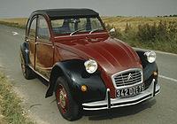 1981. El Citroën 2CV Charleston fue la serie especial más elegante. Sólo se fabricaron 8.000 unidades.