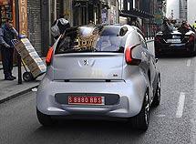 BB1, el eléctrico Peugeot, por las calles de Madrid. Reportaje gráfico: Reuters/Bernardo Díaz