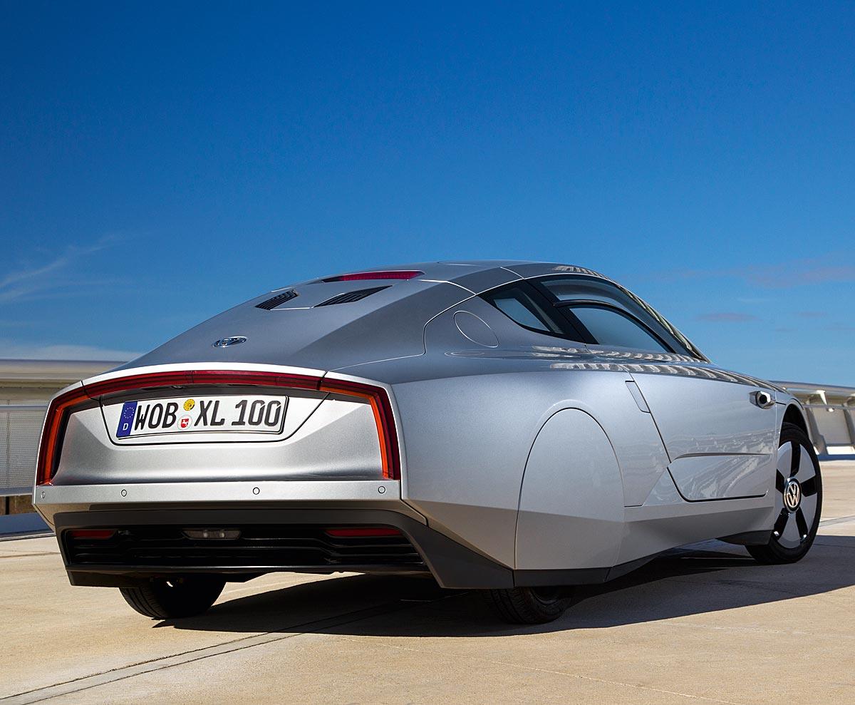 FERIA INTERNACIONAL DEL AUTOMOVILISMO,AUTOS TUNING-http://estaticos02.cache.el-mundo.net/elmundomotor/imagenes/2013/02/25/coches/1361786425_extras_ladillos_2_g_1.jpg