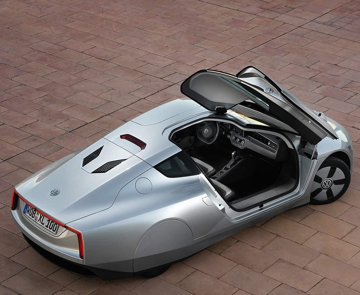 FERIA INTERNACIONAL DEL AUTOMOVILISMO,AUTOS TUNING-http://estaticos02.cache.el-mundo.net/elmundomotor/imagenes/2013/02/25/coches/1361786425_extras_ladillos_4_g_1.jpg