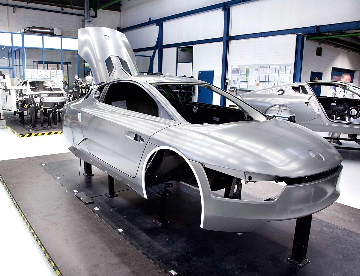 FERIA INTERNACIONAL DEL AUTOMOVILISMO,AUTOS TUNING-http://estaticos02.cache.el-mundo.net/elmundomotor/imagenes/2013/02/25/coches/1361786425_extras_ladillos_5_g_1.jpg