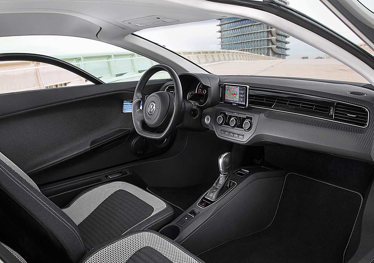 FERIA INTERNACIONAL DEL AUTOMOVILISMO,AUTOS TUNING-http://estaticos02.cache.el-mundo.net/elmundomotor/imagenes/2013/02/25/coches/1361786425_extras_ladillos_8_g_1.jpg