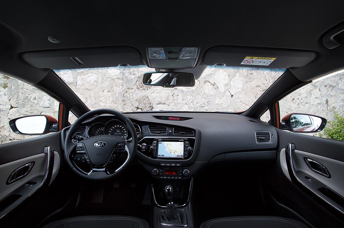 FERIA INTERNACIONAL DEL AUTOMOVILISMO,AUTOS TUNING-http://estaticos02.cache.el-mundo.net/elmundomotor/imagenes/2013/03/14/coches/1363284543_extras_ladillos_10_g_0.jpg