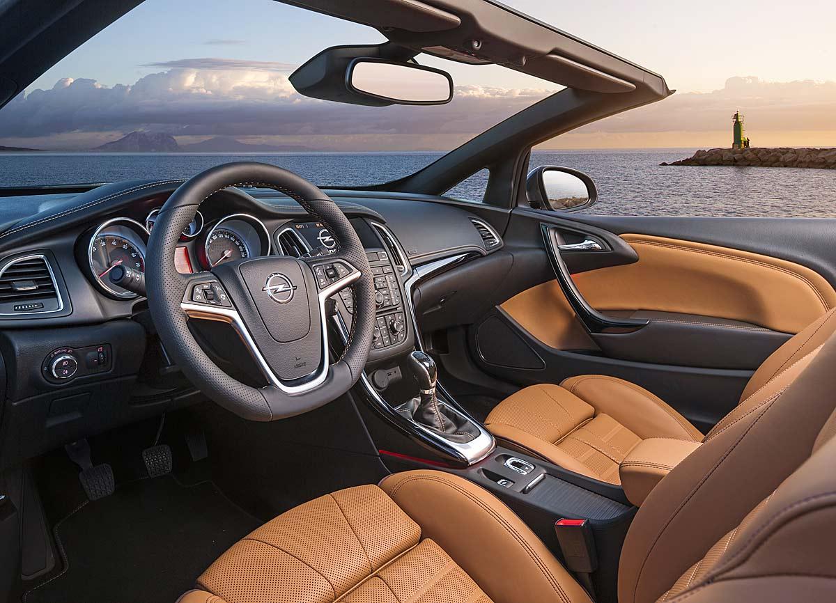 FERIA INTERNACIONAL DEL AUTOMOVILISMO,AUTOS TUNING-http://estaticos02.cache.el-mundo.net/elmundomotor/imagenes/2013/03/22/coches/1363948187_extras_ladillos_8_g_0.jpg