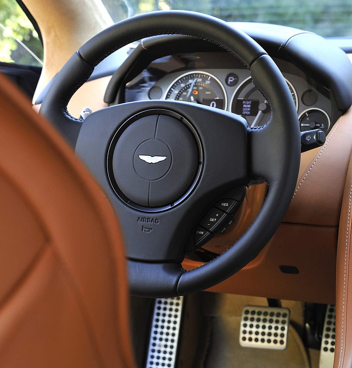 FERIA INTERNACIONAL DEL AUTOMOVILISMO,AUTOS TUNING-http://estaticos02.cache.el-mundo.net/elmundomotor/imagenes/2013/04/02/coches/1364896654_extras_ladillos_7_g_0.jpg