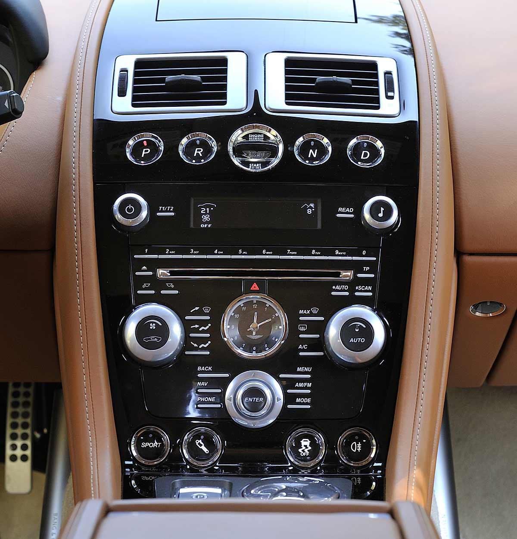 FERIA INTERNACIONAL DEL AUTOMOVILISMO,AUTOS TUNING-http://estaticos02.cache.el-mundo.net/elmundomotor/imagenes/2013/04/02/coches/1364896654_extras_ladillos_8_g_0.jpg