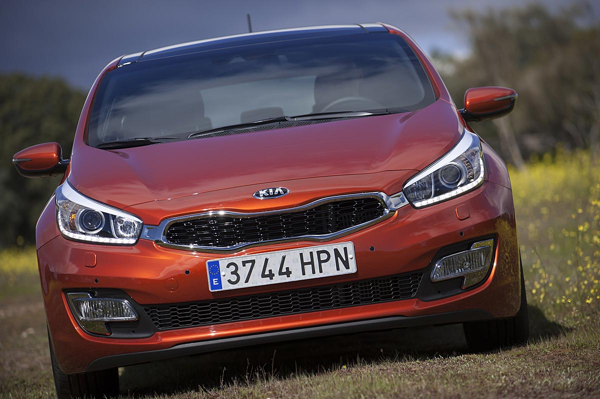 FERIA INTERNACIONAL DEL AUTOMOVILISMO,AUTOS TUNING-http://estaticos02.cache.el-mundo.net/elmundomotor/imagenes/2013/04/12/coches/1365768096_extras_ladillos_1_g_0.jpg