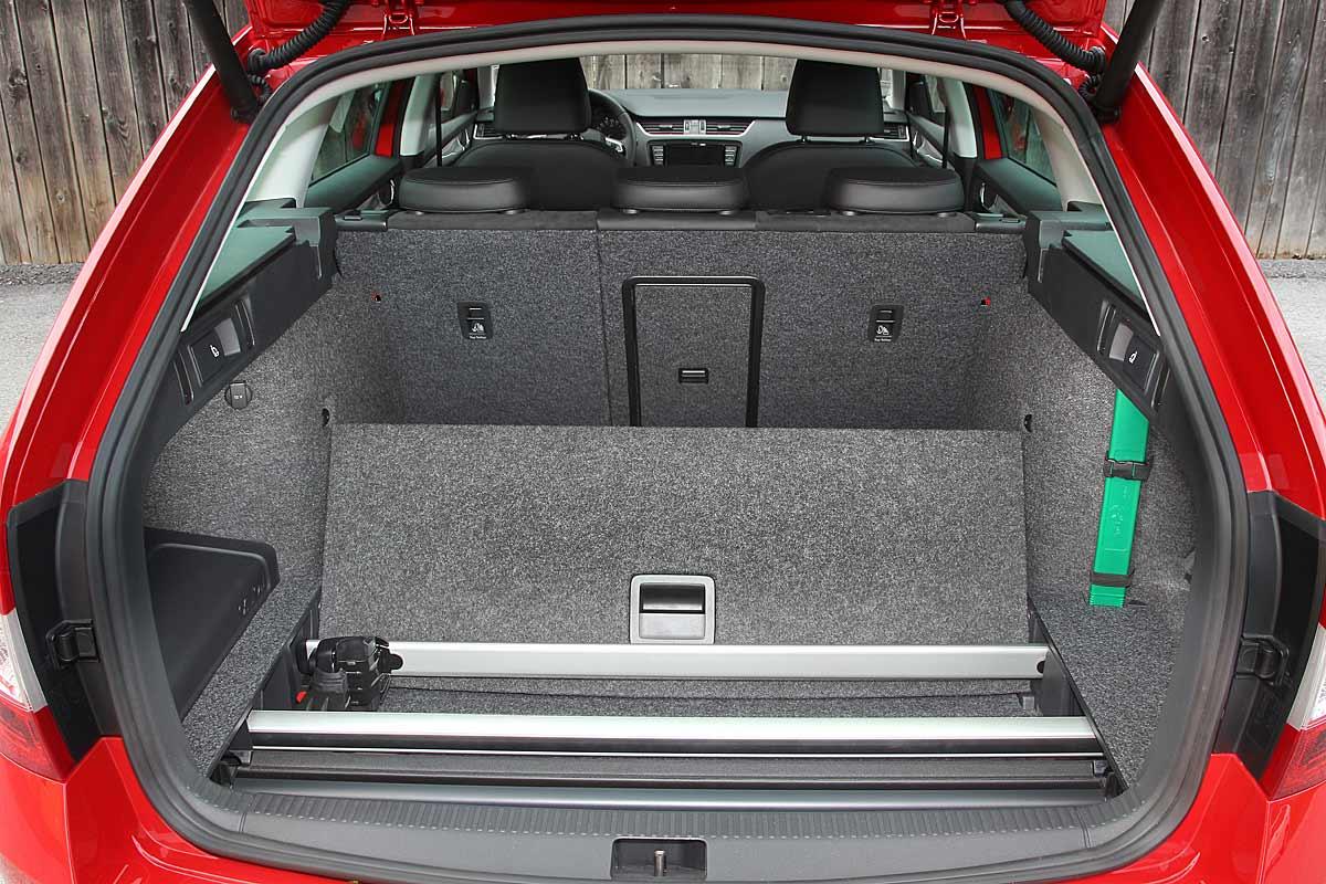 FERIA INTERNACIONAL DEL AUTOMOVILISMO,AUTOS TUNING-http://estaticos02.cache.el-mundo.net/elmundomotor/imagenes/2013/05/03/coches/1367572612_extras_ladillos_5_g_0.jpg
