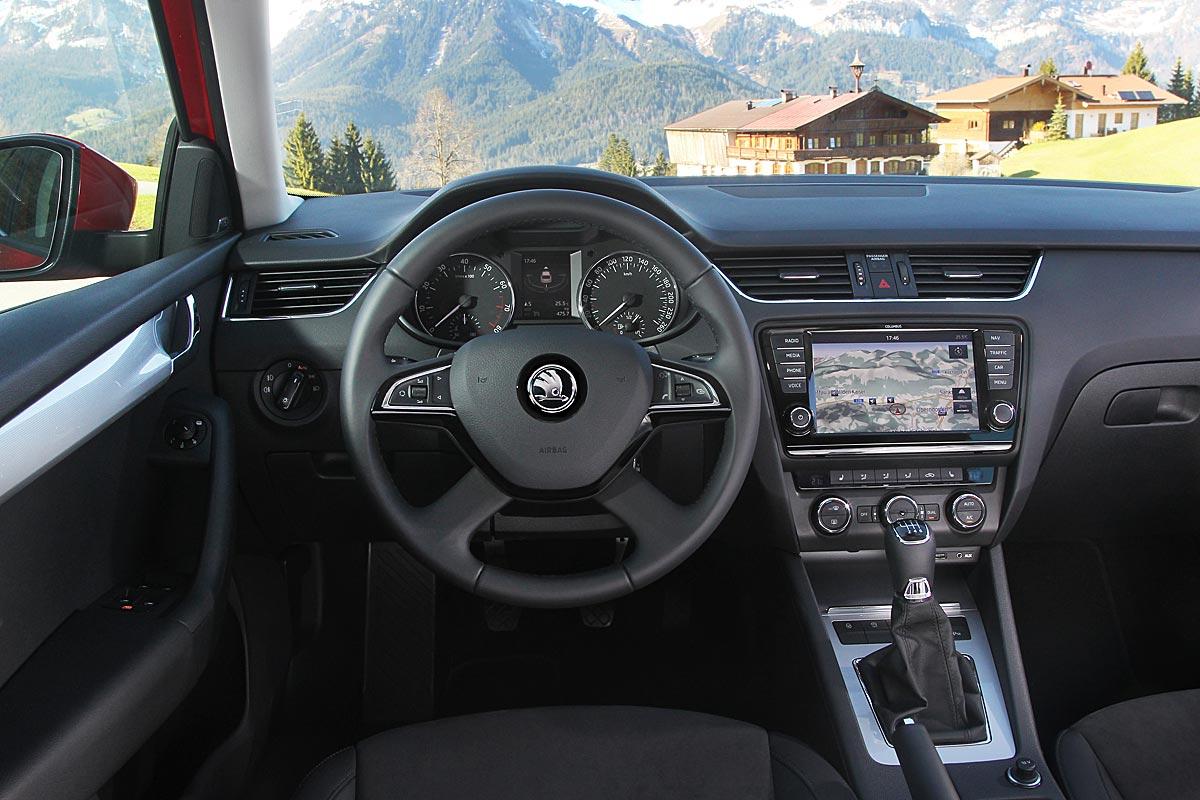 FERIA INTERNACIONAL DEL AUTOMOVILISMO,AUTOS TUNING-http://estaticos02.cache.el-mundo.net/elmundomotor/imagenes/2013/05/03/coches/1367572612_extras_ladillos_7_g_0.jpg