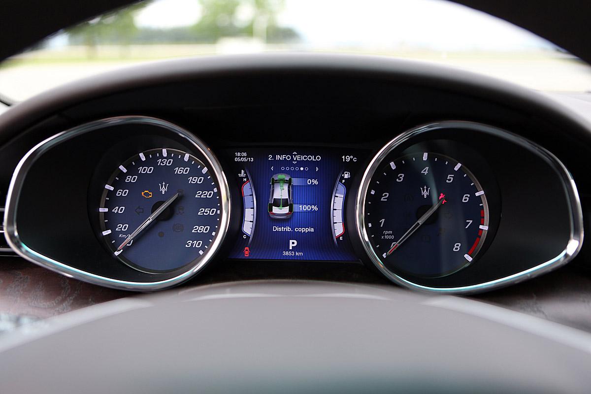 FERIA INTERNACIONAL DEL AUTOMOVILISMO,AUTOS TUNING-http://estaticos02.cache.el-mundo.net/elmundomotor/imagenes/2013/05/10/coches/1368173558_extras_ladillos_8_g_0.jpg