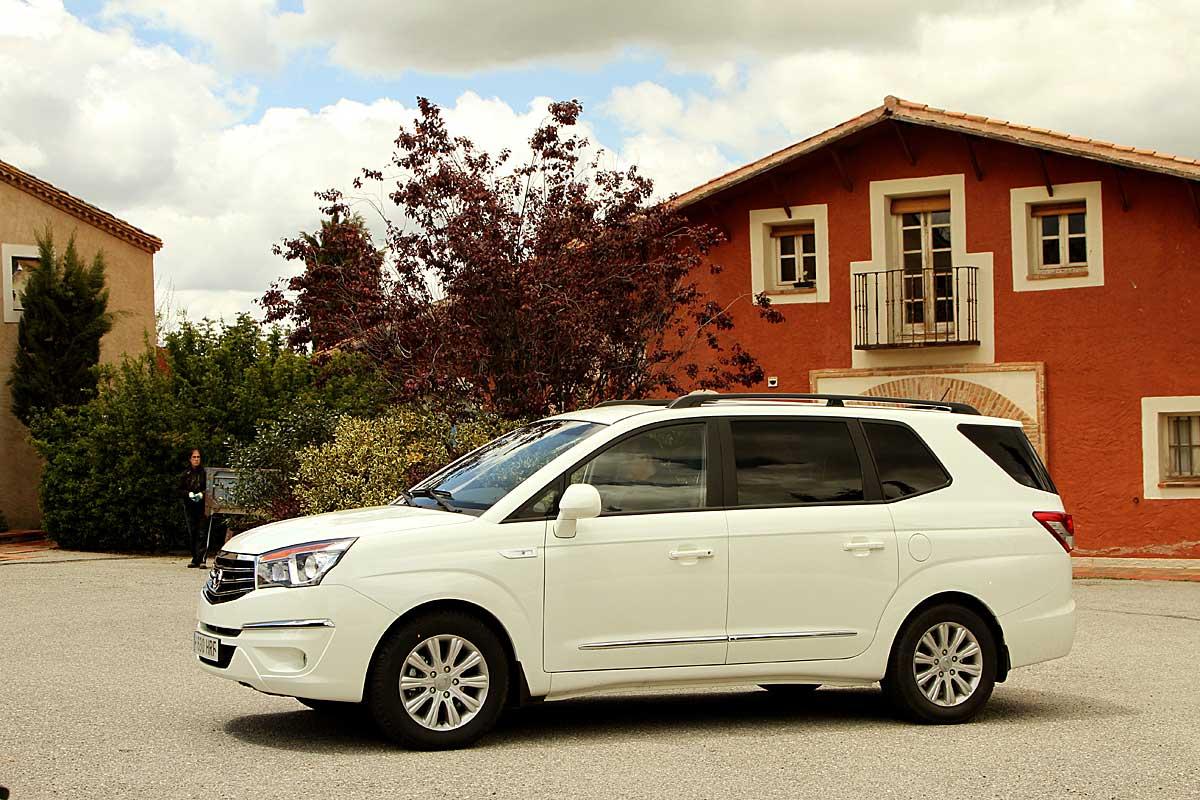 FERIA INTERNACIONAL DEL AUTOMOVILISMO,AUTOS TUNING-http://estaticos02.cache.el-mundo.net/elmundomotor/imagenes/2013/06/07/coches/1370620519_g_1.jpg