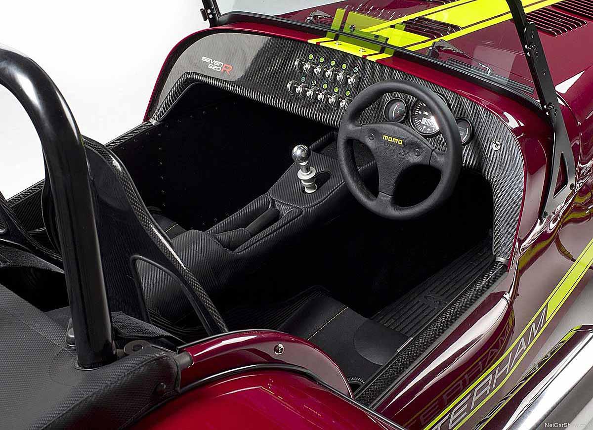 FERIA INTERNACIONAL DEL AUTOMOVILISMO,AUTOS TUNING-http://estaticos02.cache.el-mundo.net/elmundomotor/imagenes/2013/08/06/coches/1375784543_extras_ladillos_3_g_1.jpg