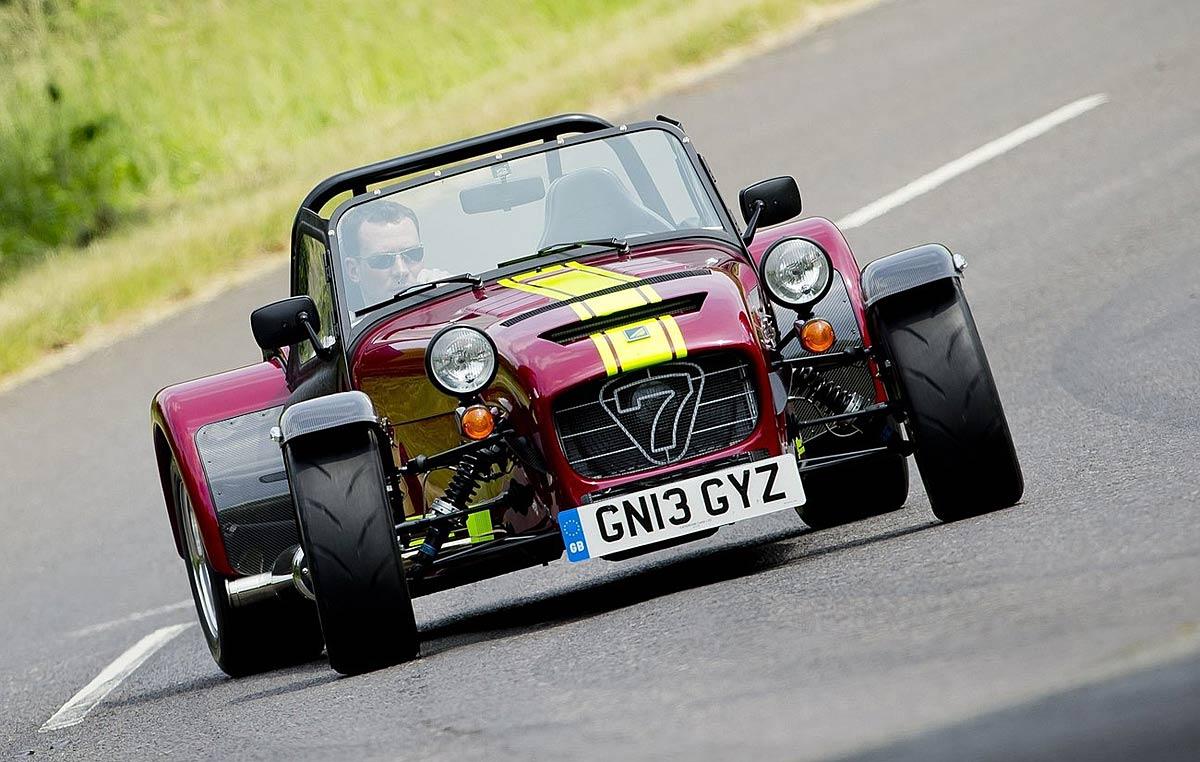 FERIA INTERNACIONAL DEL AUTOMOVILISMO,AUTOS TUNING-http://estaticos02.cache.el-mundo.net/elmundomotor/imagenes/2013/08/06/coches/1375784543_g_0.jpg