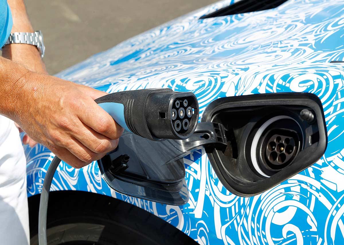 FERIA INTERNACIONAL DEL AUTOMOVILISMO,AUTOS TUNING-http://estaticos02.cache.el-mundo.net/elmundomotor/imagenes/2013/08/09/coches/1376071110_extras_ladillos_5_g_0.jpg
