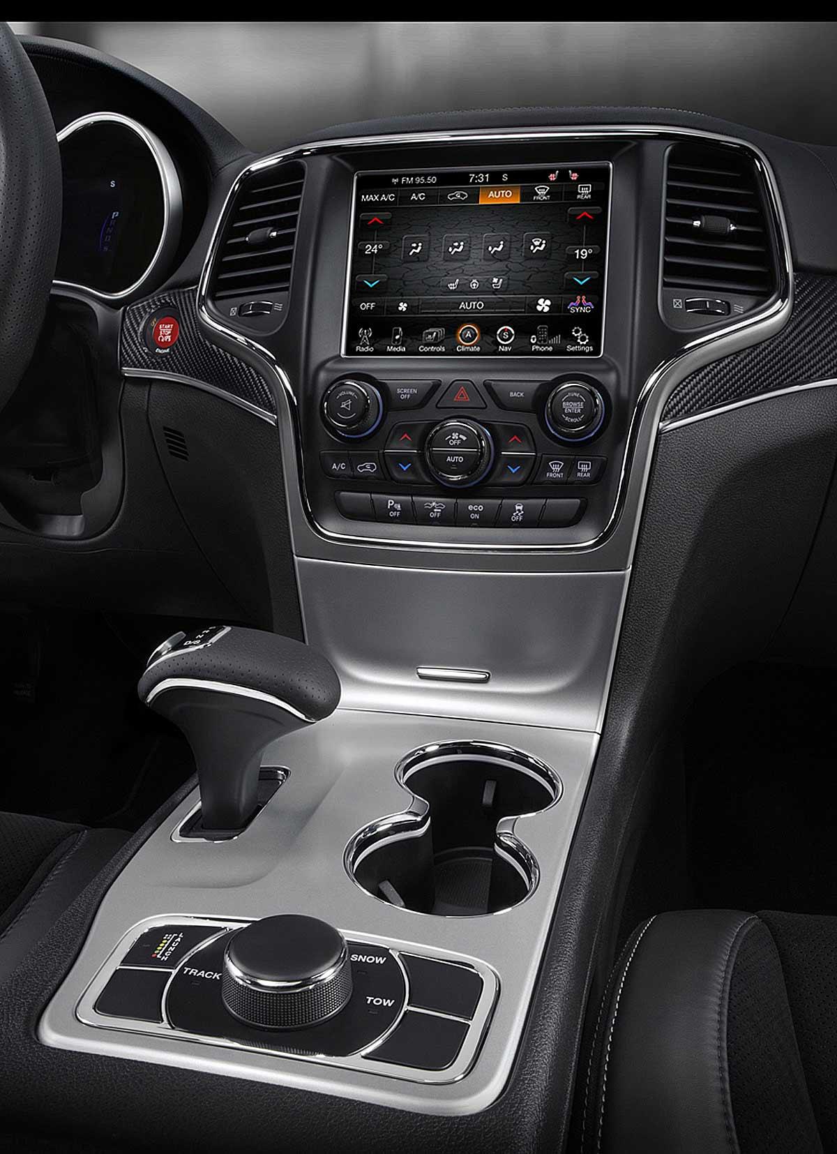 FERIA INTERNACIONAL DEL AUTOMOVILISMO,AUTOS TUNING-http://estaticos02.cache.el-mundo.net/elmundomotor/imagenes/2013/10/04/coches/1380886204_extras_ladillos_6_g_1.jpg