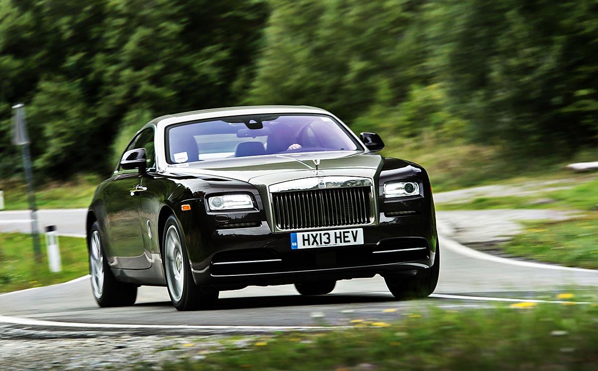 FERIA INTERNACIONAL DEL AUTOMOVILISMO,AUTOS TUNING-http://estaticos02.cache.el-mundo.net/elmundomotor/imagenes/2013/10/09/coches/1381336391_extras_ladillos_1_g_0.jpg