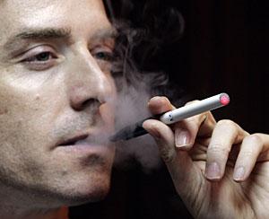 Una imagen del cigarrillo electrónico. (Foto: Reuters | Bobby Yip)
