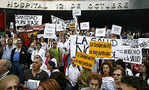 Manifestacin en defensa de la sanidad pblica en el Hospital 12 de Octubre de Madrid. (Foto: Alberto Di Lolli)