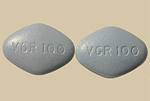 Una pastilla de Viagra (drcha.) y una falsifiación (izqda).Una pastilla de Viagra (drcha) y una falsificación (izqda.).