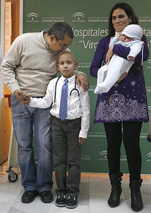 Andrés, el niño con una anemia congénita severa que será curado gracias a las células del cordón umbilical de su hermano Javier, libre genéticamente de la enfermedad. | Reuters