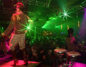Jóvenes bailando en una discoteca (Foto: El Mundo)