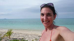 Analia, en una playa de las islas Fiji. (Foto: El Mundo)