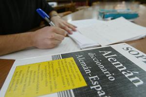 Un alumno estudiando. (Foto: Antonio Heredia)