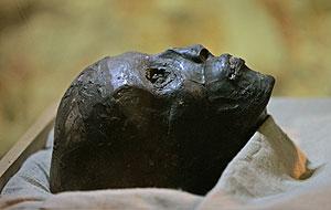 La momia de Tutankamón, sin el vendaje. (Foto: Ben Curtis | AP)