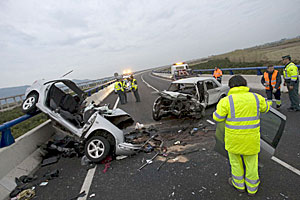 Accidente de trfico en el acceso a Cullera. (Foto: Rubn Francs | EFE)