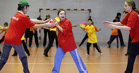 Varios niños jugando.| Reuters | Ilya Naymushin