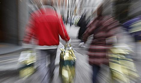 Compras navideñas en Madrid. | EFE | Juan Carlos Hidalgo