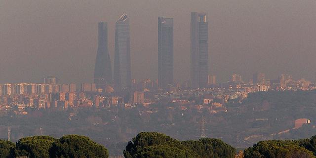 Complejo de las Cuatro Torres de Madrid en una imagen tomada en diciembre de 2011.| Efe
