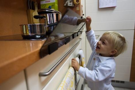 La cocina es el lugar de la casa donde más peligros puede haber. | El Mundo