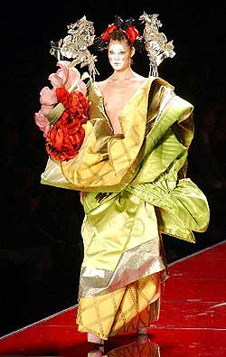 http://estaticos02.cache.el-mundo.net/especiales/2003/moda/parisac/galliano.jpg