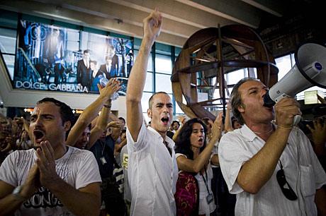 Trabajadores de Alitalia durante una protesta. (Foto: AP | Abramo De Licio)