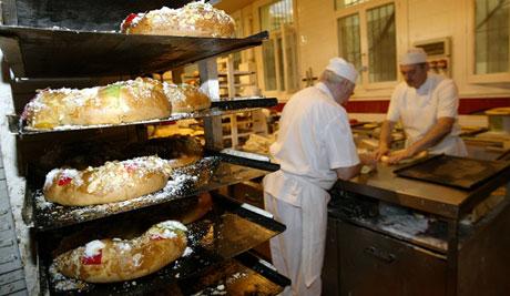 Roscones en la pastelería Horno La Santiaguesa. (Foto: Antonio Heredia)