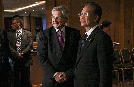 El primer ministro chino, Wen Jiabao (d), y Jean-Claude Trichet. | Efe