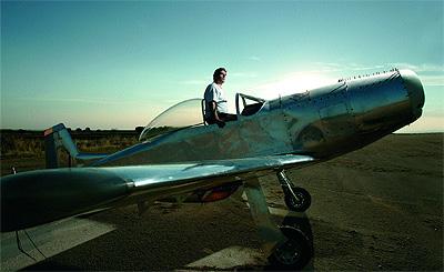 Su base de operaciones está en un hangar al sur de Madrid.