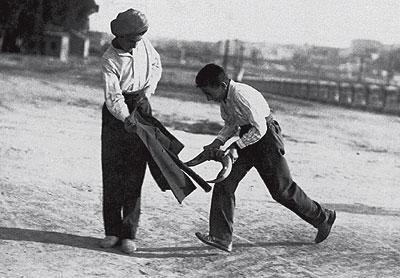 El diestro Juan Belmonte en una corrida de rejones en Salamanca, en 1938. (Foto: EFE)