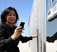 El sistema abre la puerta empleando el Bluetooth del móvil.