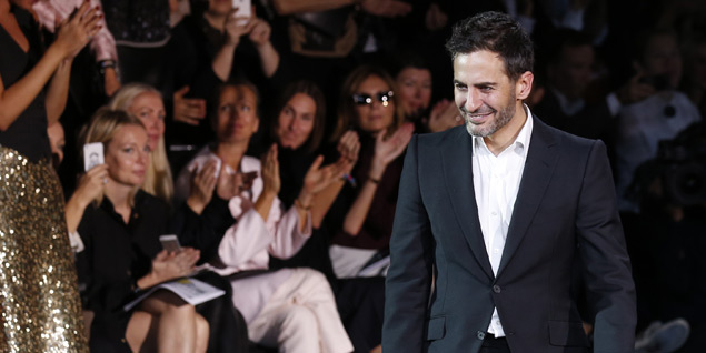 Marc Jacobs al final del último desfile de Louis Vuitton en París. (Fotos: Agencias)