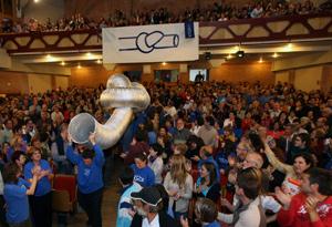 Un momento de la asamblea multitudinaria celebrada el sábado. (Foto: J. Antonio)