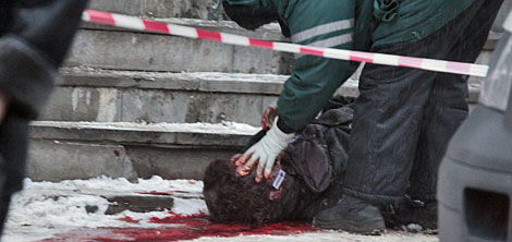 Markelov, yace en la calle tras ser tiroteado. (Foto: Afp)