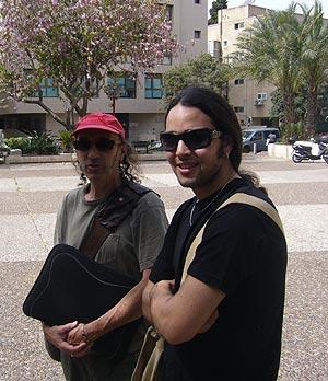 Mark y Arale esperan ahora que WhiteFlag vuele por el mundo. (Foto: S. Emergui)
