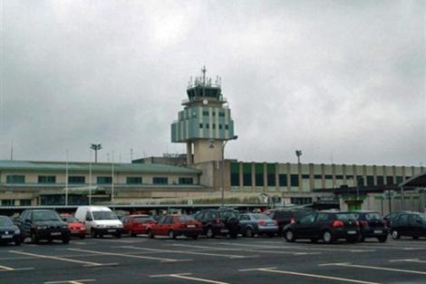Torre de controladores del aeropuerto de Lavacolla. | EP