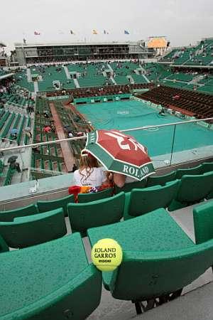 La lluvia, protagonista del Roland Garros. (Foto: EFE)