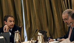 Zapatero en un gabinete de crisis la pasada semana. (Foto: Susana Vera | Reuters)